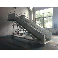 China Stable Aircraft Passenger Stairs 4610 kg Rear Axle Carrying Capacity wholesale