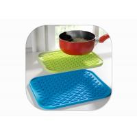 China Heat Resistant Anti Slip Silicone Mat / Silicone Pot Mat Square Shape FDA Certified wholesale