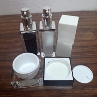 China 30g 50ml Acrylic Cosmetic Compact Containers For Cream Lotion wholesale